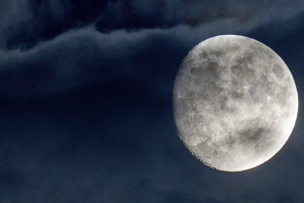 Der Mond mit seinen Kindern