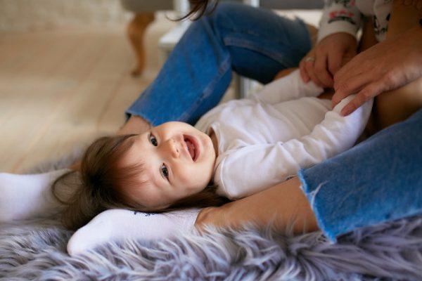 Bindungs- und Berührungsspiel | streicheln und kitzeln